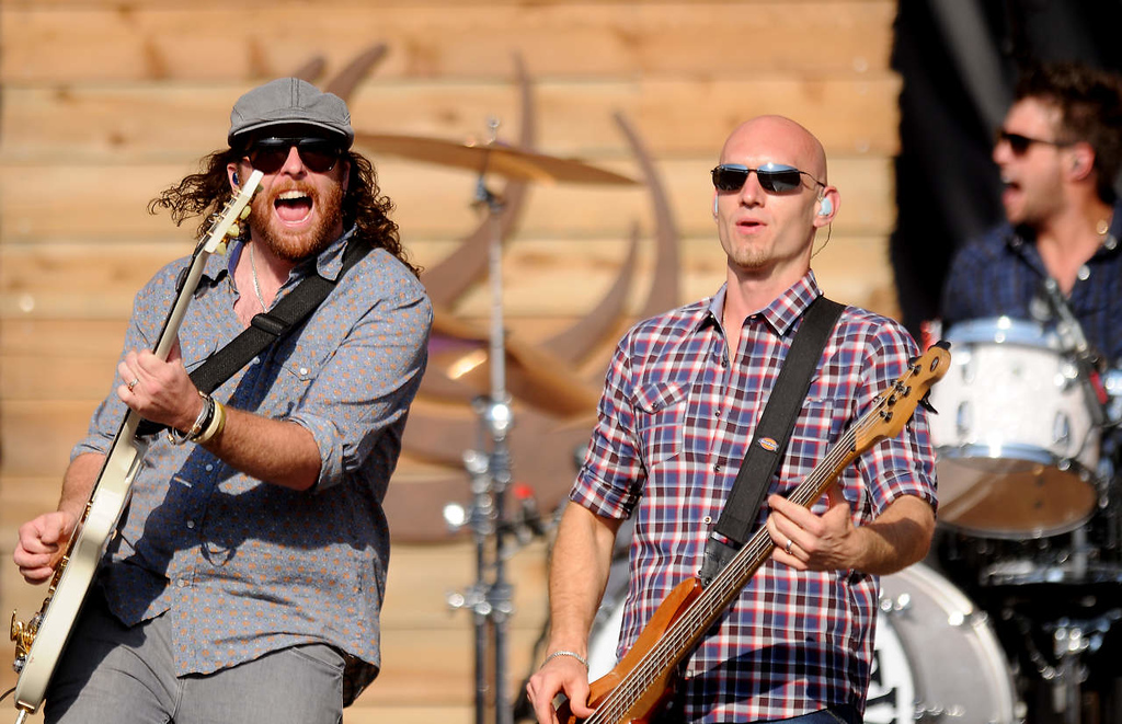 . Jon Jones, left, and James Young with the Eli Young Band perform.(Pioneer Press: John Autey)