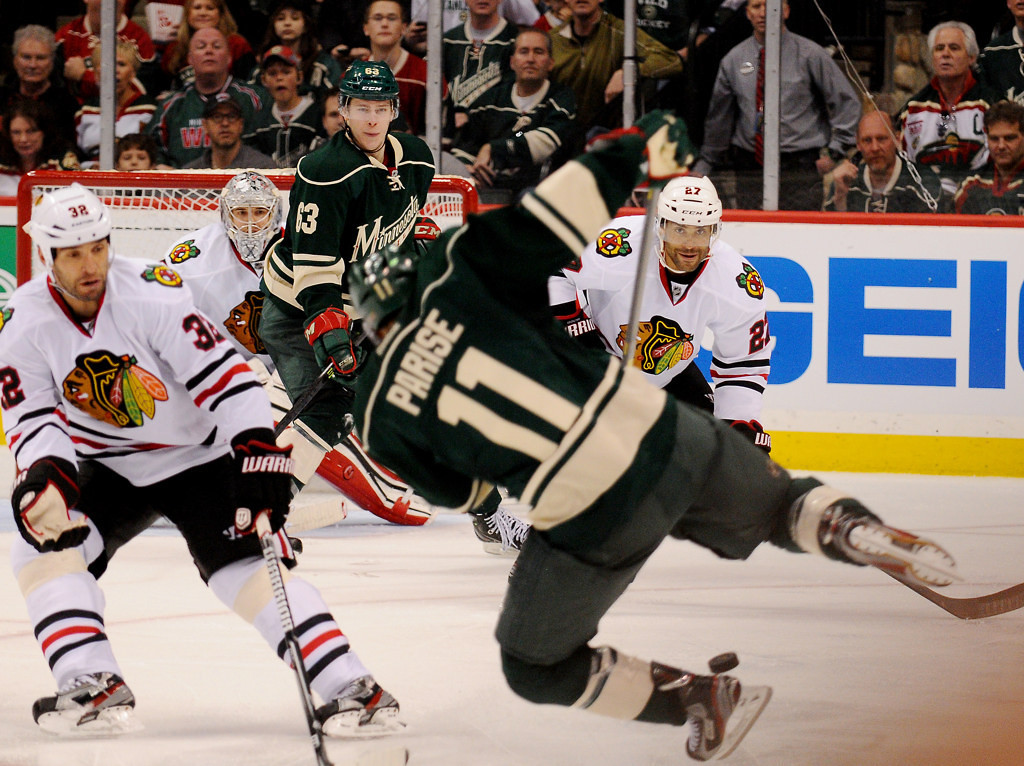 . Minnesota left wing Zach Parise uses his body to keep the puck in the Chicago zone in the third period. (Pioneer Press: John Autey)