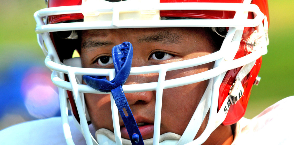 . Defensive and offensive lineman Dawson Yang listens to Vang during a break in drills. (Pioneer Press: John Doman)
