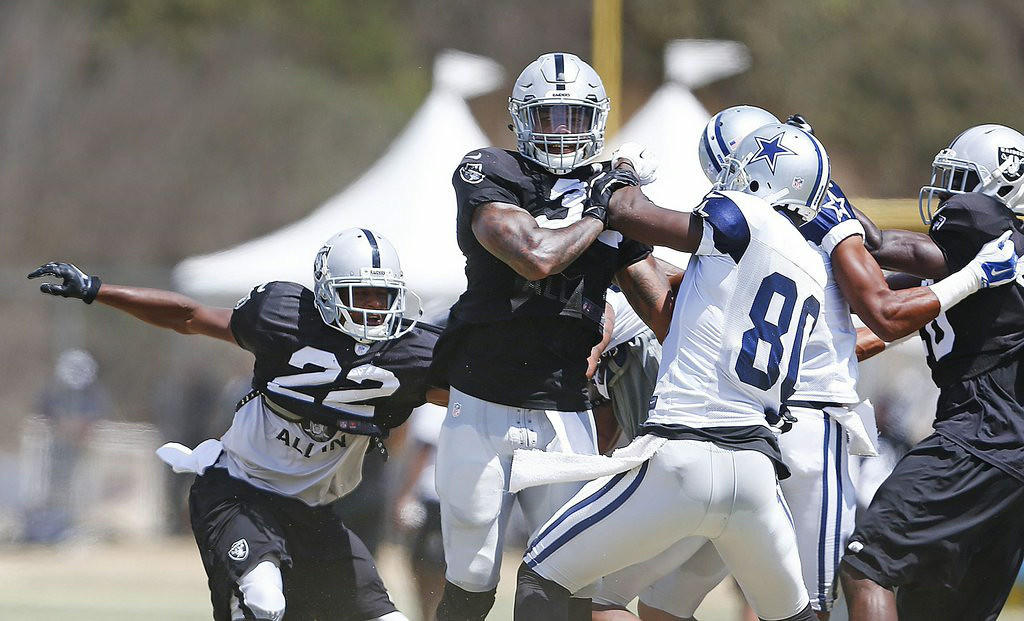 ". 8. DALLAS COWBOYS & OAKLAND RAIDERS <p>Isn�t it cute when two crap teams fight? (unranked) </p><p><b><a href=""http://ftw.usatoday.com/2014/08/cowboys-and-raiders-players-brawl-during-practice\"" target=\""_blank\""> LINK </a></b> </p><p>   (Ron Jenkins/Fort Worth Star-Telegram/MCT)</p>"