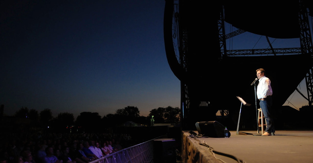 . Dennis Miller performs as darkness falls over the State Fairgrounds. (Pioneer Press: John Autey)