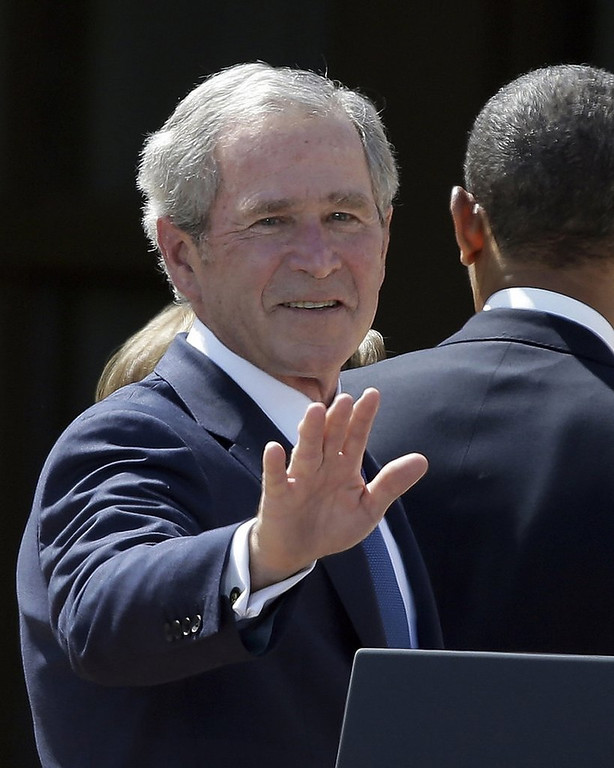 """. <p><b><a href=\'http://www.twincities.com/breakingnews/ci_23804057/president-george-w-bush-has-stent-procedure\' target=\""""_blank\""""> 4. George W. Bush </a></b> <p>Doctors find blockage in one of his arteries, but uncover no weapons of mass destruction. (unranked) <p> --------------------------------------------   (AP Photo/LM Otero, File)"""