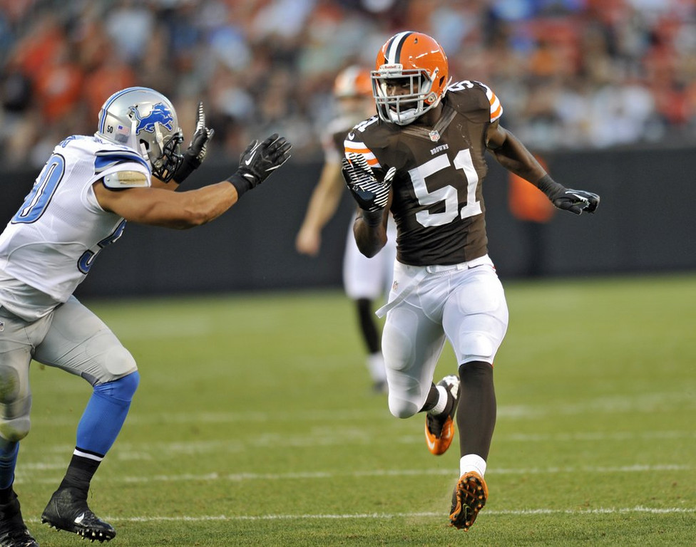 """. <p><b> Medical experts said Cleveland Browns rookie linebacker Barkevious Mingo conceivably could have died Thursday night when he � </b> <p> A. Suffered a bruised lung  <p> B. Broke a bone near his spine  <p> C. Got caught between Bernie Kosar and a beer cart  <p><b><a href=\'http://profootballtalk.nbcsports.com/2013/08/19/barkevious-mingo-feeling-really-good-after-bruised-lung/\' target=\""""_blank\"""">HUH?</a></b> <p>   (AP Photo/David Richard)"""
