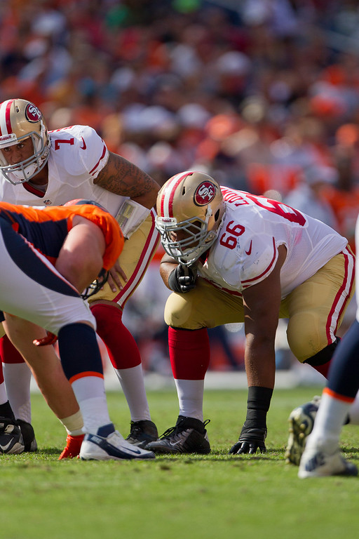 """. <p>8. (tie) JOE LOONEY <p>Cheap-shot Niner will need a REALLY good knee brace for his next game against Vikings. (unranked) <p><b><a href=\'http://www.twincities.com/sports/ci_23953302/minnesota-vikings-49ers-joe-looney-says-block-kevin\' target=\""""_blank\""""> HUH?</a></b> <p>     (Justin Edmonds/Getty Images)"""