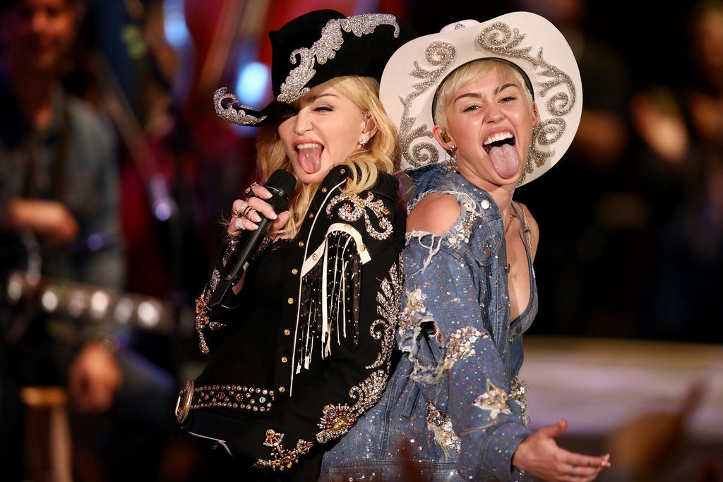 ". <p>10. (tie) MADONNA & MILEY CYRUS <p>Would have locked lips on MTV�s �Unplugged,� but their tongues got in the way. (previous ranking: unranked) <p><b><a href=\'http://www.twincities.com/entertainment/ci_25016630/miley-cyrus-duets-madonna-mtv-special\' target=""_blank\""> HUH?</a></b> <p>    (AP Photo/Sandy M. Cohen)"