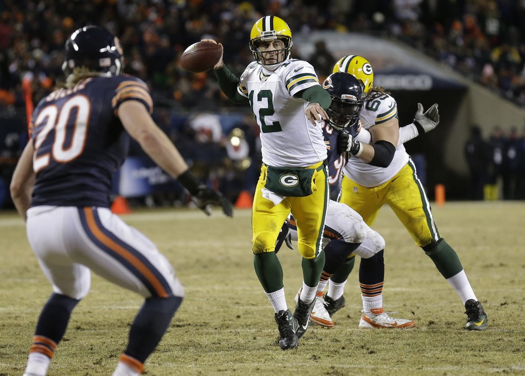 . <p><b> 49ers at Packers (+2½):</b>  <p>Aaron Rodgers saved the Packers� season Sunday by scrambling away and throwing a 48-yard touchdown pass to Randall Cobb in the final minute in Chicago. Asked how he could play so well after missing seven weeks with a broken collarbone, the Green Bay quarterback said �I really, really like women.� <p>Pick: <b>49ers by 7</b> <p>   (AP Photo/Nam Y. Huh)