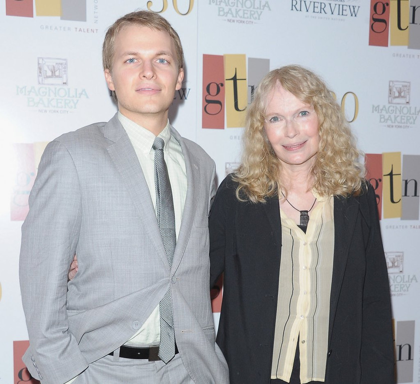 ". <p>8. RONAN FARROW <p>You can ask him any question, except �Who�s your daddy?� (10) <p><b><a href=\'http://pagesix.com/2014/02/26/reporters-told-no-allen-questions-at-farrow-journalism-benefit/\' target=""_blank\""> HUH?</a></b> <p>    (Michael Loccisano/Getty Images)"
