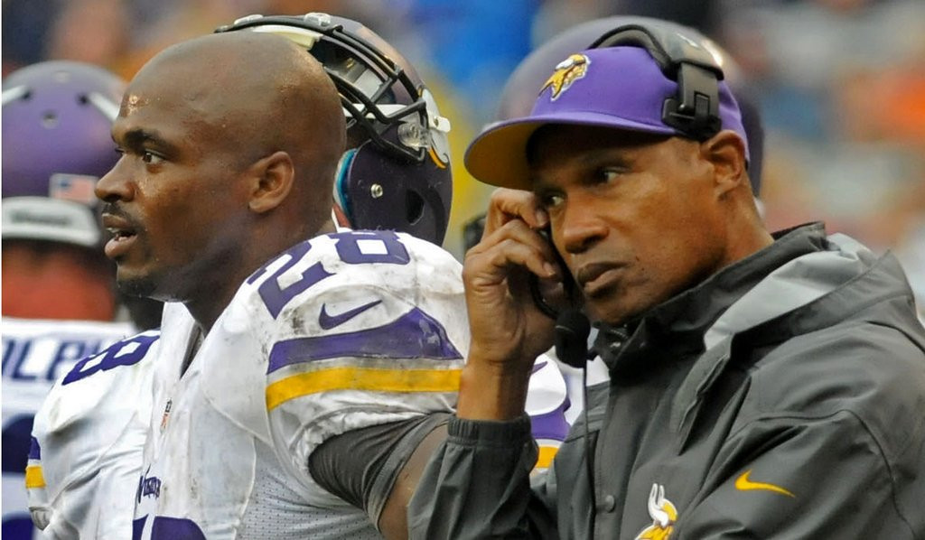. <p><b> Lions at Vikings (-3):</b>  <p>Adrian Peterson sat out the second half last week with his nagging injuries but insists he wants to play Sunday. He says �we definitely want to close it out the right way� since it�s the final game both for the Metrodome and for Leslie Frazier�s head coaching career. <p>Pick: <b>Vikings by 5</b> <p>   (Pioneer Press: Sherri LaRose-Chiglo)