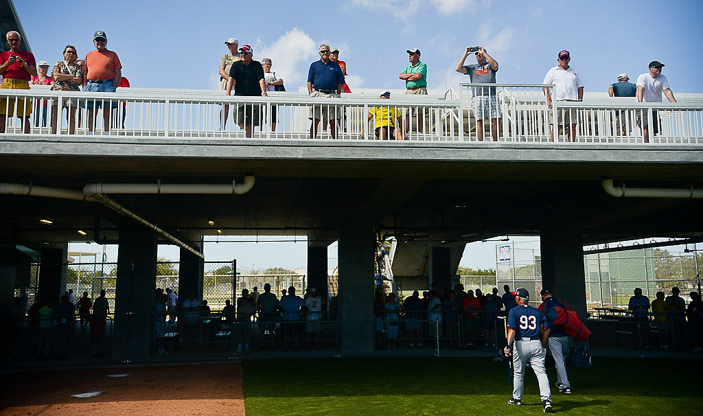 . Fans watch Twins players move to and from the bullpen. (Pioneer Press: Ben Garvin)
