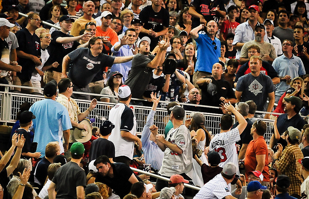 . Fans reach for a foul ball in the 7th inning. (Pioneer Press: Ben Garvin)