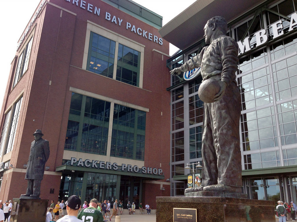 . A statue of Packers legend Curly Lambeau points toward a statue of Packers legend Vince Lombardi outside the Lambeau Field Atrium. (Pioneer Press: Alex Smith)