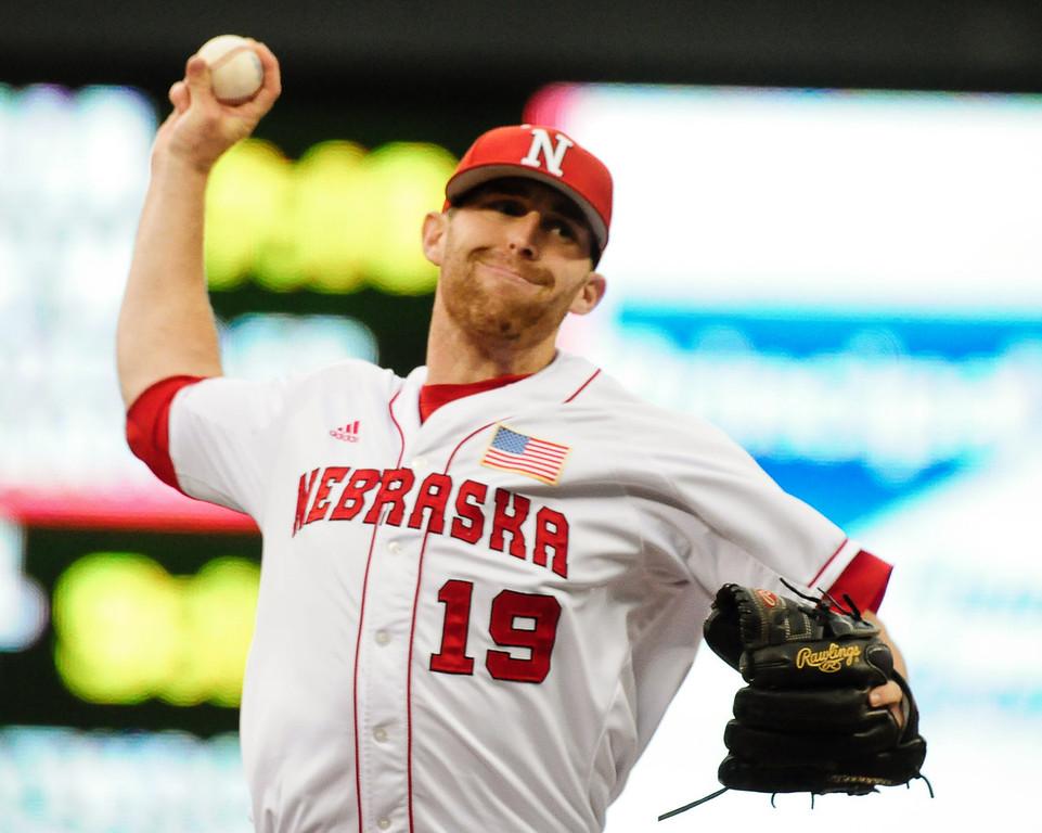 . Nebraska\'s Luke Bublitz throws in the eighth inning. (Pioneer Press: Ben Garvin)