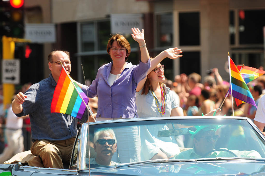 . U.S. Sen. Amy Kobuchar waves to the crowd. (Pioneer Press: Scott Takushi)