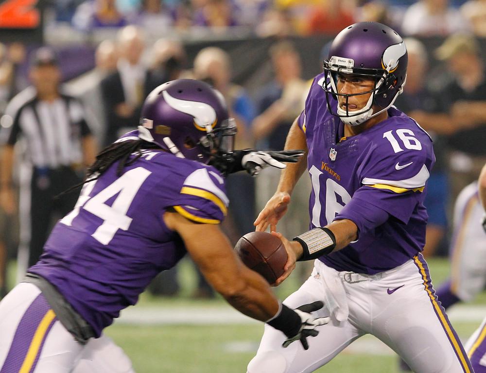 . Vikings quarterback Matt Cassel, right, hands the ball off to running back Matt Asiata during the first quarter against the Titans. (AP Photo/Ann Heisenfelt)