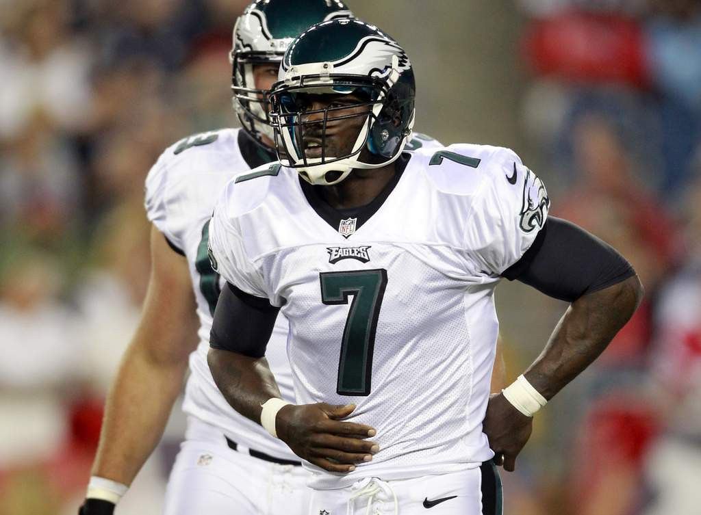 ". <p><b> The New York Jets� quarterback shuffling appears to be over, and it�s obvious the starting QB this season will likely be � </b> <p> A. Michael Vick <p> B. Geno Smith <p> C. Lousy, as always <p><b><a href=\'http://www.nfl.com/news/story/0ap2000000336183/article/geno-smith-jets-needed-a-player-like-michael-vick\' target=""_blank\"">HUH?</a></b> <p>    (AP Photo/Steven Senne)"