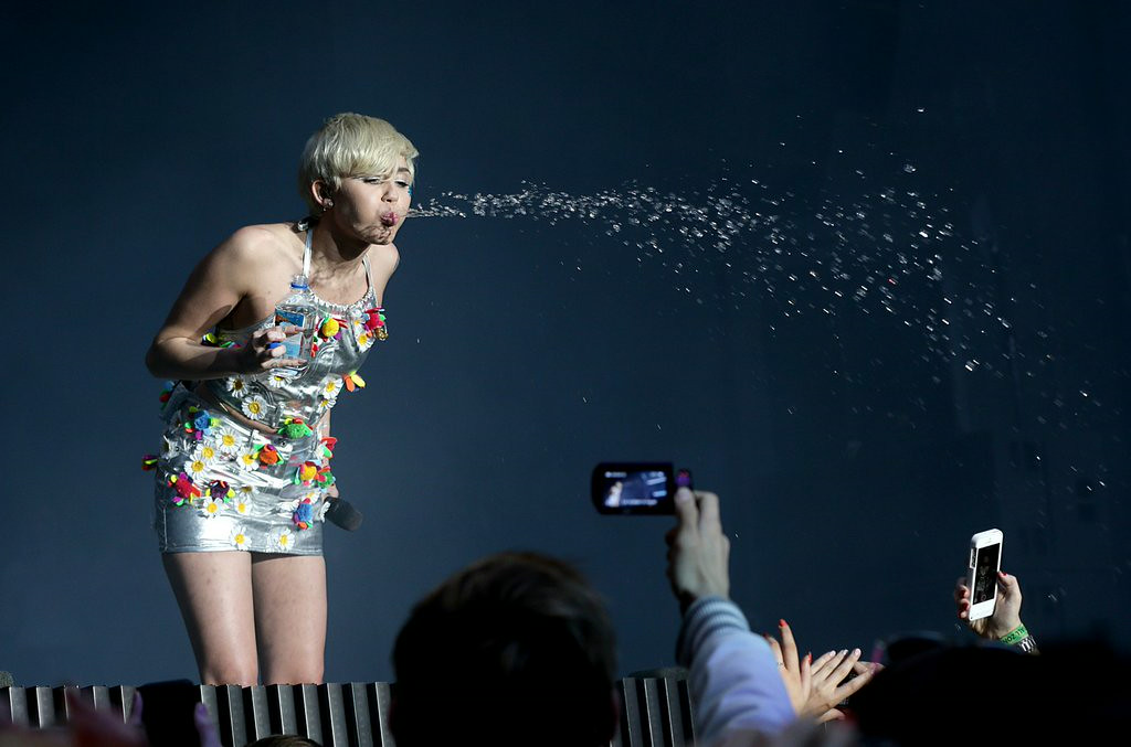 """. 6. (tie) MILEY CYRUS <p>NBC�s Fourth of July ratings bomb: The world�s most overexposed tongue. (unranked) <p><b><a href=\'http://insidetv.ew.com/2014/07/07/miley-cyrus-ratings-bangerz/\' target=\""""_blank\""""> LINK </a></b> <p>   (AP Photo/PA, Jonathan Brady)"""
