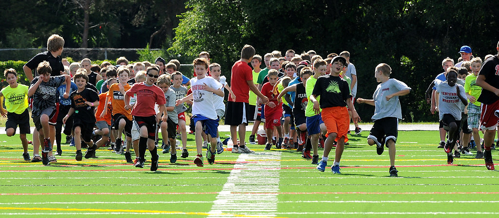 """. \""""Cougar Combine\"""" participants run drills while former Vikings player John Swain gives their parents a lesson in player safety. (Pioneer Press: Sherri LaRose-Chiglo)"""