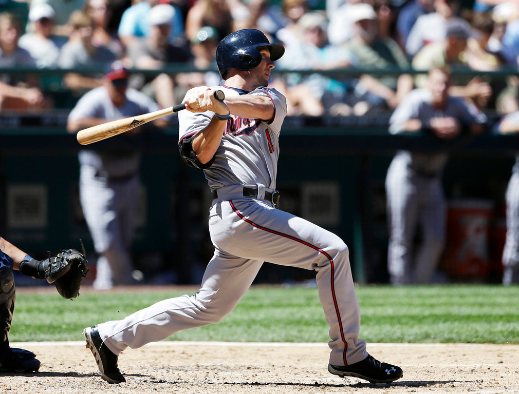 . Minnesota Twins\' Clete Thomas drives in a run against the Seattle Mariners in the fourth inning. (AP Photo/Elaine Thompson)