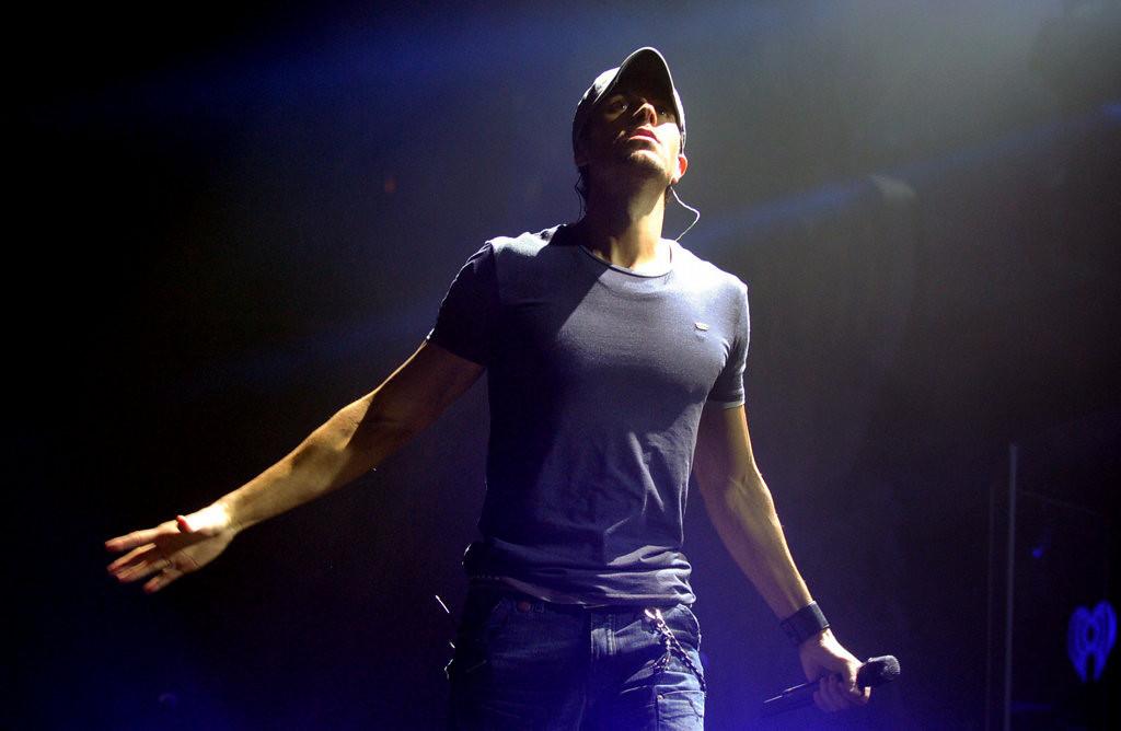 ". Enrique Iglesias performs \""I Like How it Feels\"" at Jingle Ball. (Pioneer Press: Chris Polydoroff)"