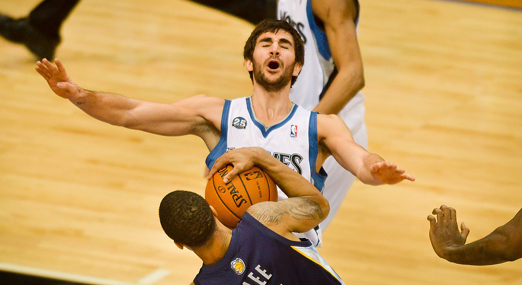 . Minnesota Timberwolves point guard Ricky Rubio reacts after being knocked over by Memphis Grizzlies shooting guard Courtney Lee in the first half. (Pioneer Press: Ben Garvin)