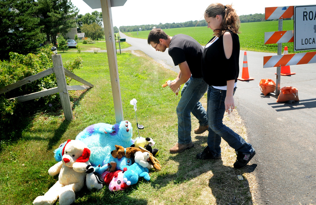 . Adam Pool and his wife, Charlene Shepherd, of Williston, N.D., put a stuffed animal and candy at a memorial for 2-year-old Isaiah Theis. (Pioneer Press: Jean Pieri)
