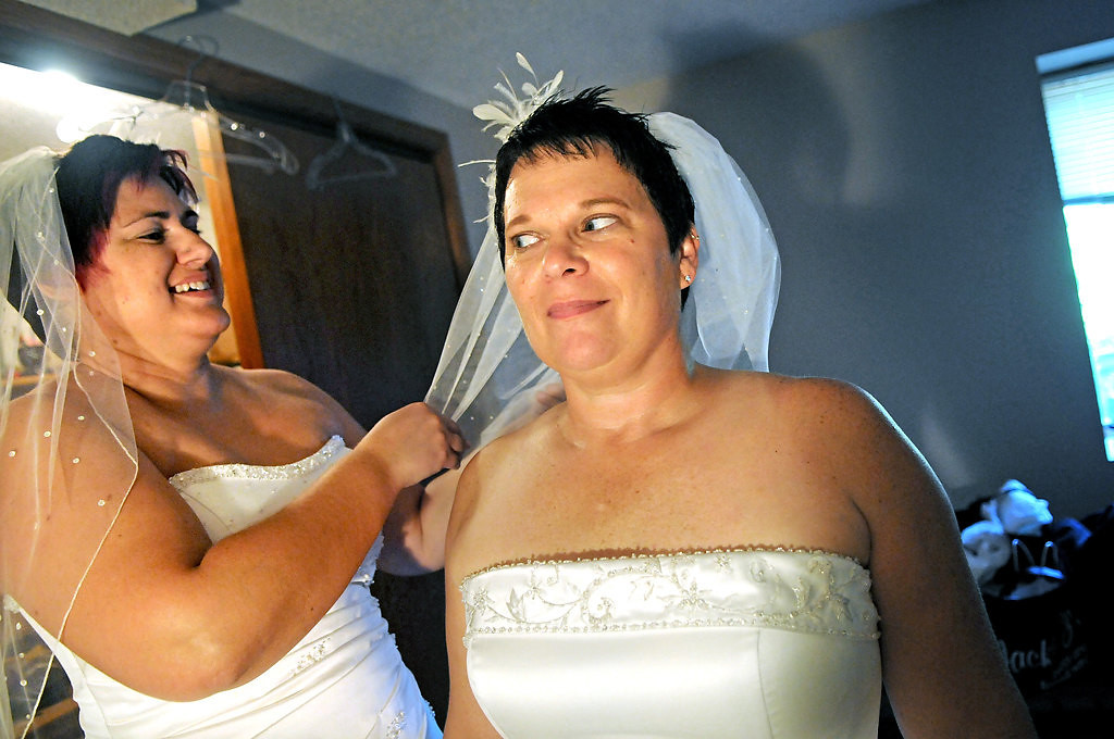 ". ""Did you make it floofie?\"" said Shirley Otto, right, as Rochelle \""Shay\"" Imdieke fixes Otto\'s wedding veil as they get dressed before they get married.  (Pioneer Press: Jean Pieri)"