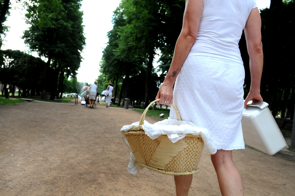 . Teri Grubar of Hastings lugs her loaded picnic basket to the Minneapolis Sculpture Park. Gruber included fresh vegetables, a bacon chicken salad and a variety of fruits, cheeses and desserts in her basket. (Pioneer Press: Sherri LaRose-Chiglo)