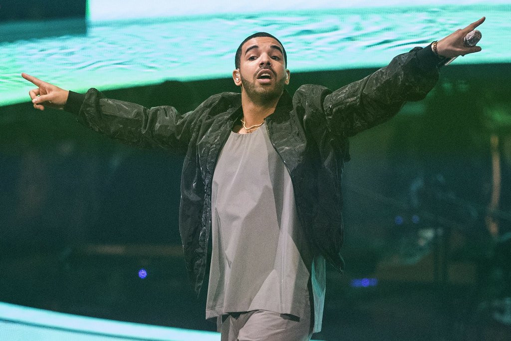". <p>10. (tie) DRAKE <p>Said it was his lifelong dream to host ESPY Awards. Really. We can�t make stuff like that up. (unranked) <p><b><a href=\'http://www.thewire.com/entertainment/2014/04/drake-to-host-the-2014-espys-probably-replace-letterman-too/360420/\' target=""_blank\""> HUH?</a></b> <p>    (AP Photo/The Canadian Press, Chris Young, file)"