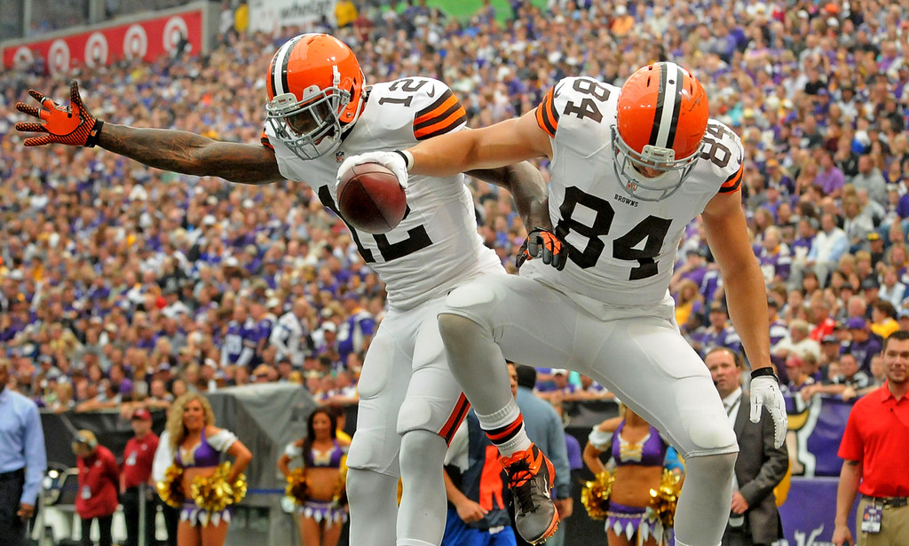 . Browns tight end Jordan Cameron, right, and teammate Josh Gordon celebrate Cameron\'s 11-yard touchdown reception during the second quarter. The play grew out of fake field goal attempt by the Browns. (Pioneer Press: Sherri LaRose-Chiglo)