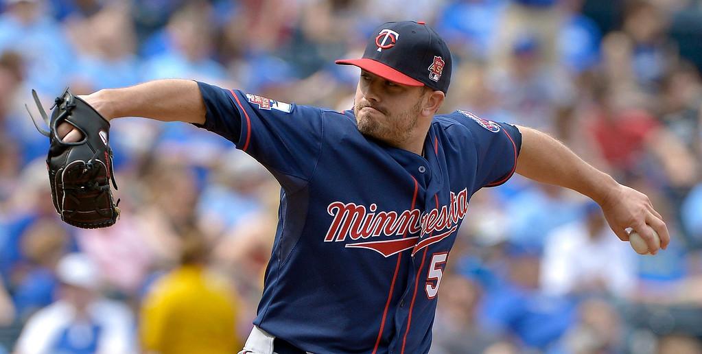 . Minnesota Twins relief pitcher Brian Duensing (52) throws in the seventh inning. (John Sleezer/Kansas City Star/MCT)