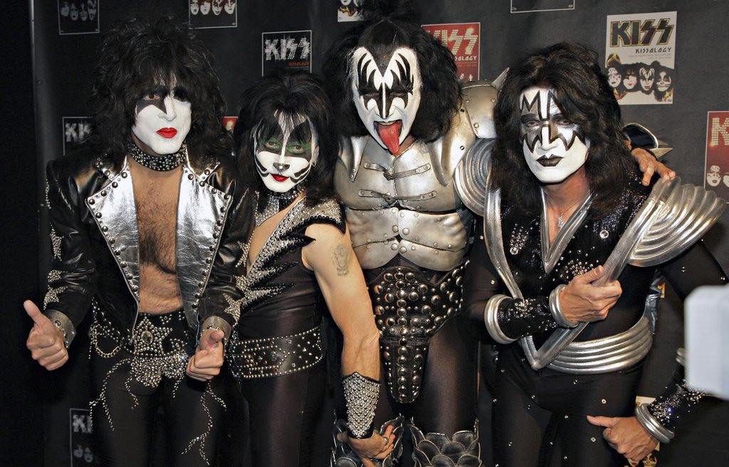 """. <p>8. KISS <p>Looks like they hated each other just as much as any other rock band. (unranked) <p><b><a href=\'http://nypost.com/2014/04/06/kiss-paul-stanley-tells-all-in-new-memoir/\' target=\""""_blank\""""> HUH?</a></b> <p>    (AP Photo/Volker Wiciok)"""