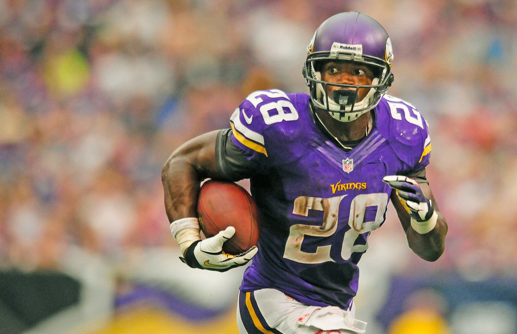 . Vikings running back Adrian Peterson looks for daylight in the fourth quarter against the Browns.  (Pioneer Press: Ben Garvin)