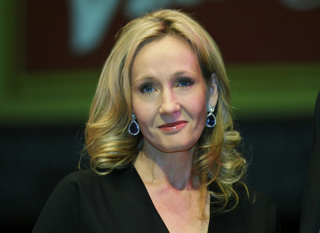 """. 10. (tie) HARRY POTTER <p>New story can only mean one thing: J.K. Rowling has bills to pay. (previous ranking: unranked) <p><b><a href=\'http://www.twincities.com/breakingnews/ci_26107843/harry-potter-is-back-new-jk-rowling-story\' target=\""""_blank\""""> LINK</a></b> <p>    (AP Photo/Lefteris Pitarakis)"""