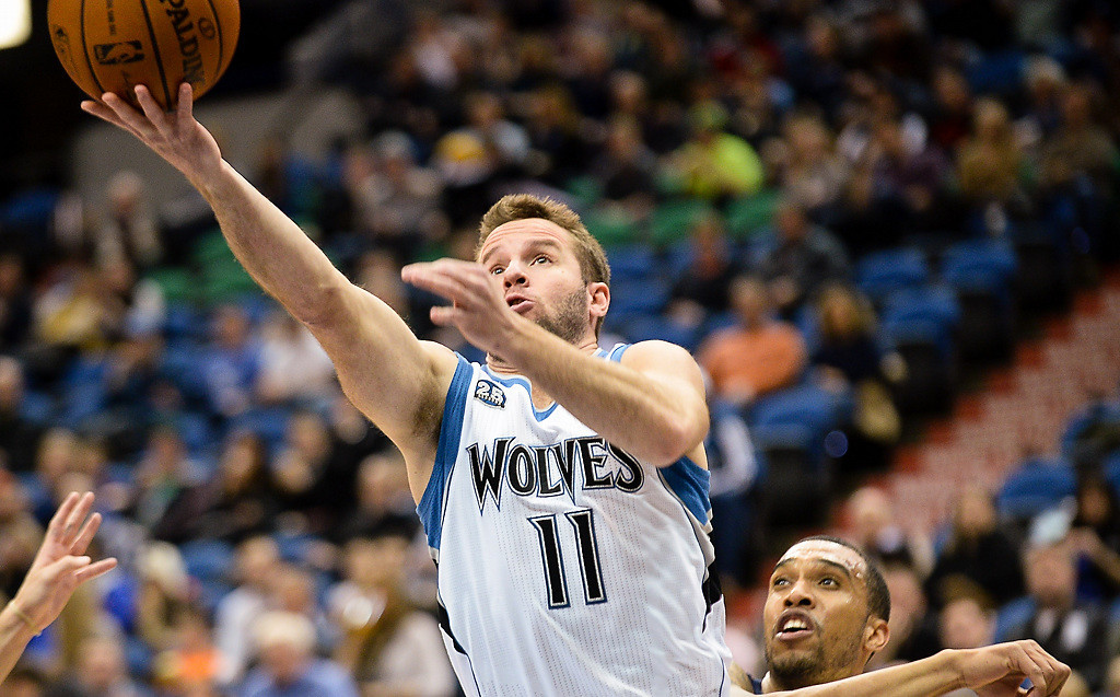 . Minnesota Timberwolves point guard J.J. Barea scores on a layup in the second half. (Pioneer Press: Ben Garvin)