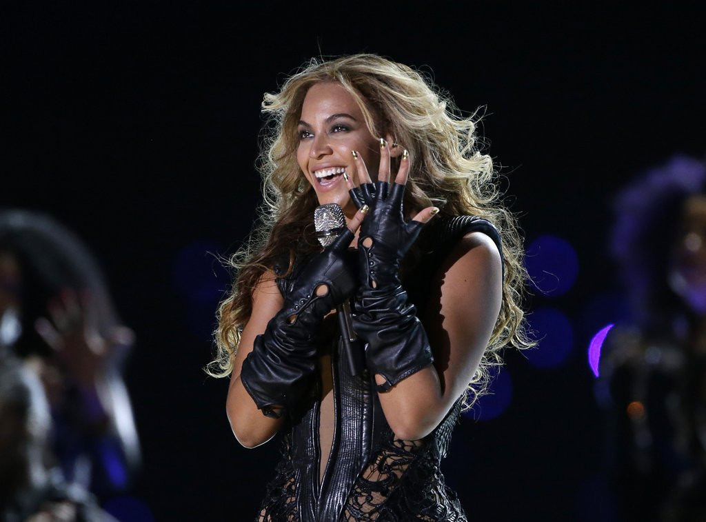 """. <p><b> Beyonce has caused an uproar with her new song �XO,� which samples audio from this horrific national tragedy � </b> <p> A. Challenger disaster <p> B. Kennedy assassination <p> C. Miley Cyrus� Video Music Awards performance <p><b><a href=\'http://www.billboard.com/articles/news/5855156/nasa-on-beyonces-challenger-sample-tragedy-should-never-be-trivialized\' target=\""""_blank\"""">HUH?</a></b> <p>    (AP Photo/Mark Humphrey, File)"""