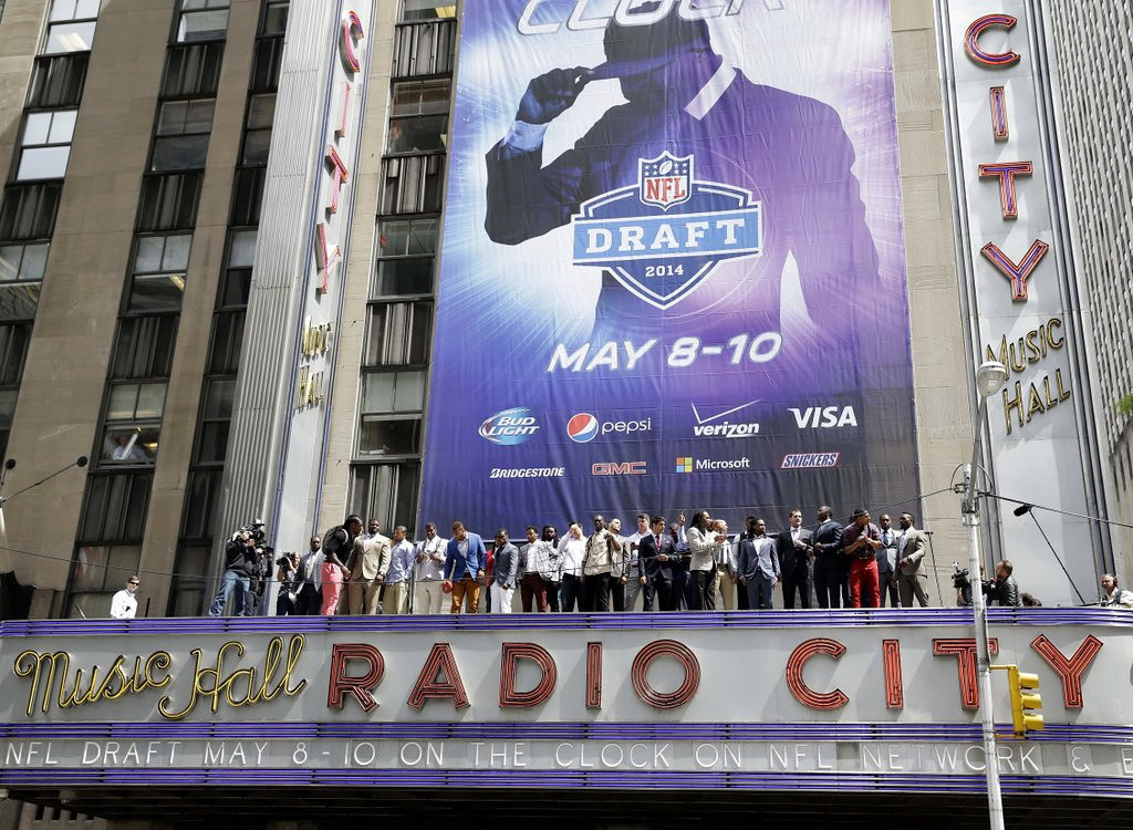 . <b>8. RADIO CITY MUSIC HALL </b> <p>Plays host to record number of bloated white guys. And that�s just the ESPN crew! <p>    (AP Photo/Seth Wenig)