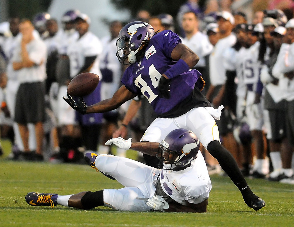 . Chris Cook lands on the ground after teammate Cordarrelle Patterson blocks the pass and recovers the ball but then loses it. (Pioneer Press: Sherri LaRose-Chiglo)