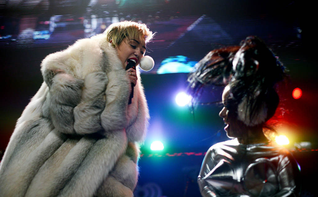 """. Miley Cyrus sings \""""Party in the USA\""""  with Hollis Jane, right, at Xcel Energy Center in St. Paul, Tuesday, December 10, 2013. (Pioneer Press: Chris Polydoroff)"""