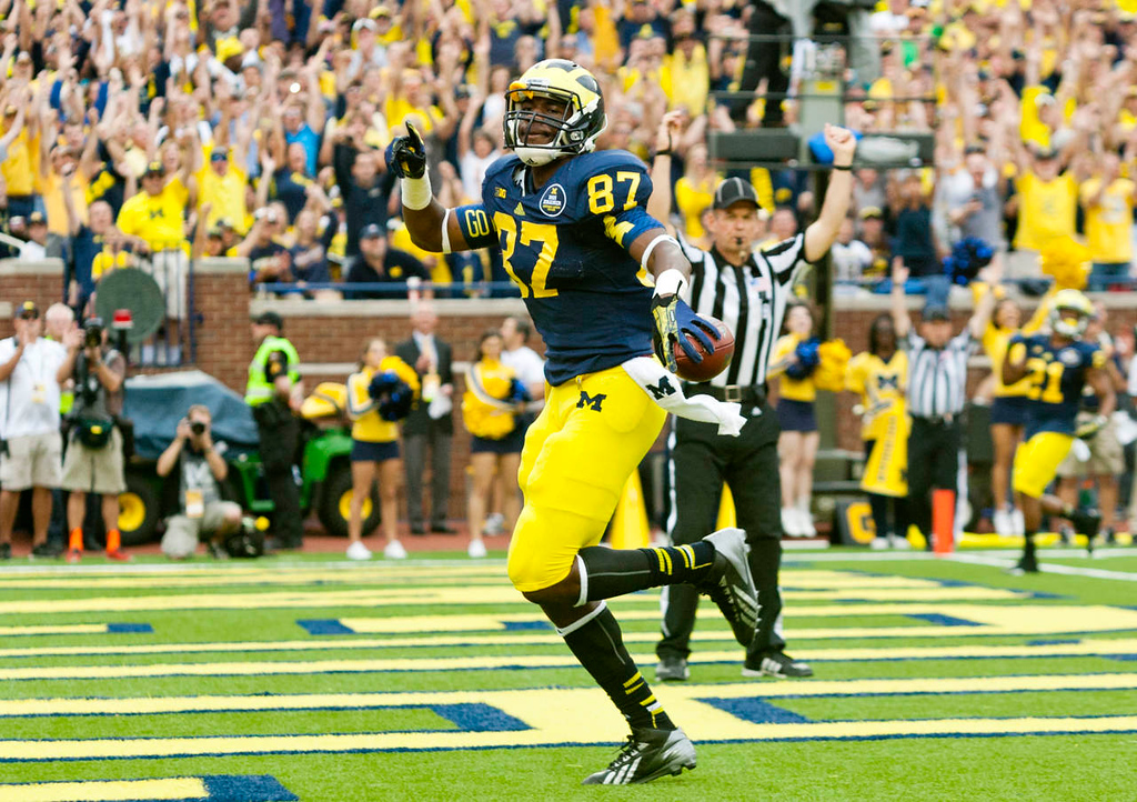 . Michigan tight end Devin Funchess (87) scores a touchdown in the second quarter. (AP Photo/Tony Ding)