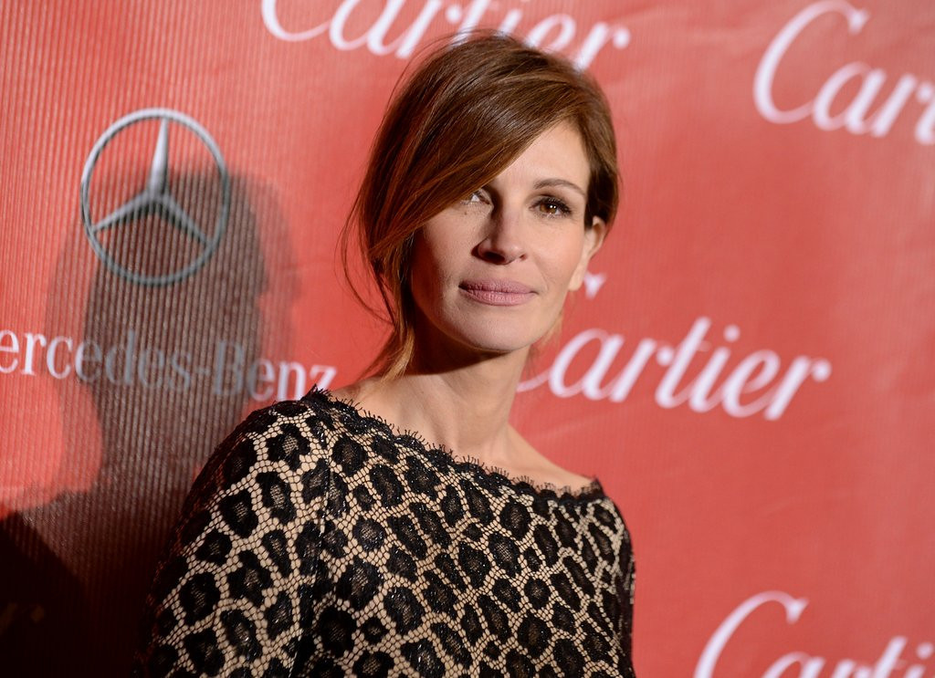 """. <p>5. (tie) JULIA ROBERTS <p>Considered a long-shot in the Sister of the Year race. (unranked) <p><b><a href=\'http://www.nydailynews.com/entertainment/gossip/julia-roberts-half-sister-left-suicide-letter-detailing-tortured-relationship-actress-source-article-1.1609925\' target=\""""_blank\""""> HUH?</a></b> <p>    (Jordan Strauss/Invision/AP, File)"""