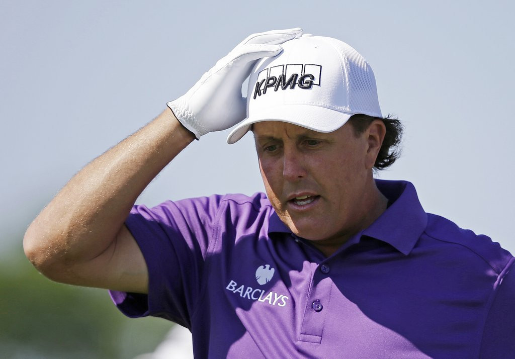 ". 10. (tie) PHIL MICKELSON <p>FBI desperately trying to make him the Martha Stewart of the PGA. (4) <p><b><a href=\'http://online.wsj.com/articles/insider-trading-probe-1401665146\' target=""_blank\""> LINK </a></b> <p>    (AP Photo/Darron Cummings)"