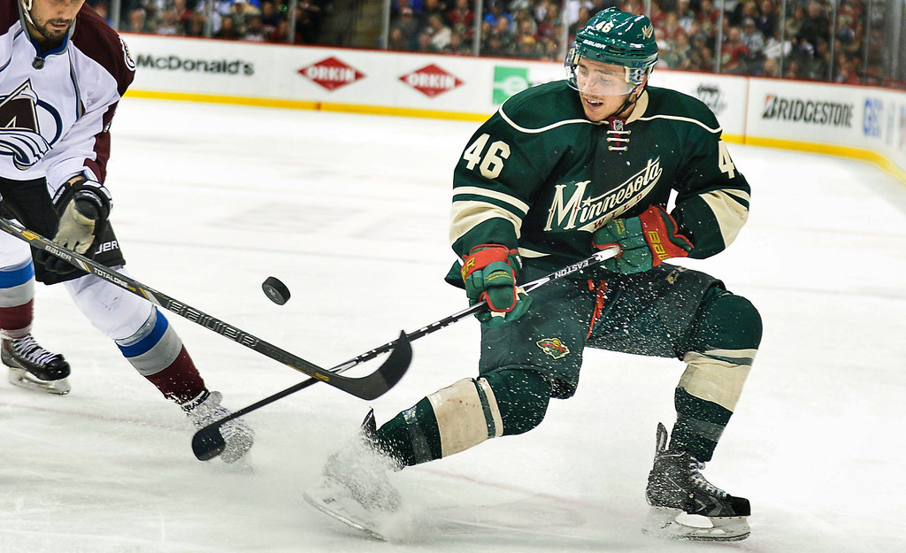 . Minnesota Wild defenseman Jared Spurgeon tries to control the puck during the second period. (Pioneer Press: Ben Garvin)