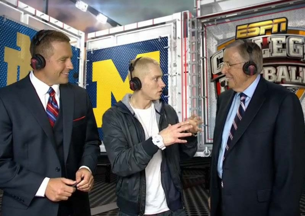 ". <p>2. EMINEM & BRENT MUSBURGER <p>Old Brent hadn�t been this excited since the last time he Googled �Katherine Webb upskirt.� (unranked) <p><b><a href=\'http://sports.yahoo.com/blogs/ncaaf-dr-saturday/eminem-joined-brent-musburger-kirk-herbstreit-spectacular-video-023530984--ncaaf.html\' target=""_blank\""> HUH?</a></b> <p>   (ESPN photo via YouTube)"