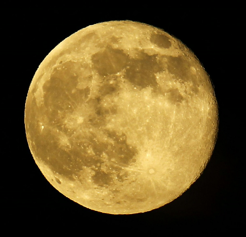 ". 4. SUPERMOON <p>All the media attention on it is a cosmic indicator that it�s a very, very light news day. (unranked) </p><p><b><a href=""http://photos.twincities.com/2014/07/12/photos-supermoon-visible-around-the-world/\"" target=\""_blank\""> LINK </a></b> </p><p>    (AP Photo/Nick Ut)</p>"