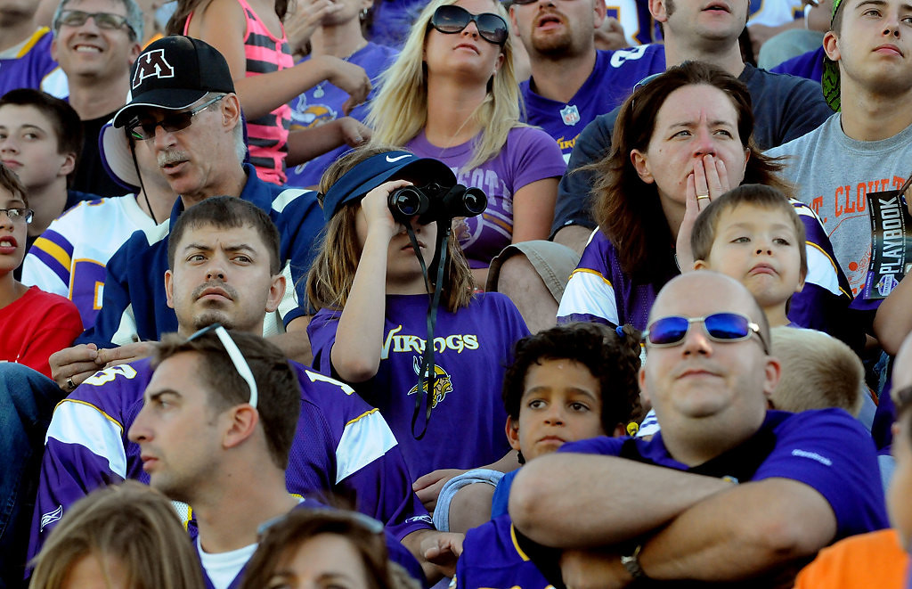 . Fans check out the team. (Pioneer Press: Sherri LaRose-Chiglo)