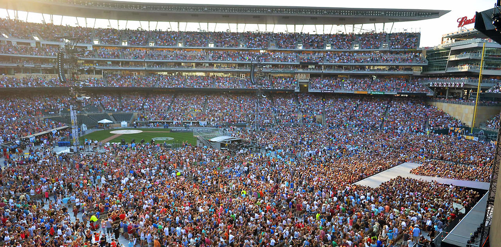 . A record crowd of 43,940 people showed up for the concert. (Pioneer Press: John Autey)
