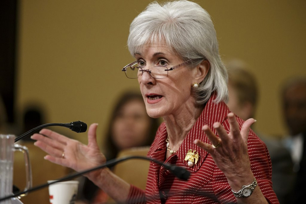 ". <p>7. (tie) KATHLEEN SEBELIUS <p>Not the last person to lose their job over the health care foolishness. (unranked) <p><b><a href=\'http://www.nytimes.com/2014/04/11/us/politics/sebelius-resigning-as-health-secretary.html?_r=0\' target=""_blank\""> HUH?</a></b> <p>    (AP Photo/J. Scott Applewhite, File)"