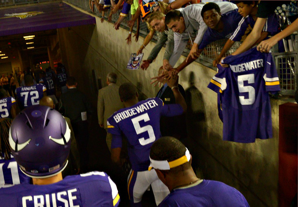 ". 1. TEDDY BRIDGEWATER <p>Chant his name all you want. He�s still starting the season on the bench. (unranked) </p><p><b><a href=""http://www.twincities.com/sports/ci_26352149/rookie-qb-teddy-bridgewater-rallies-vikings-past-cardinals?source=pkg\"" target=\""_blank\""> LINK </a></b> </p><p>    (Pioneer Press: John Autey)</p>"
