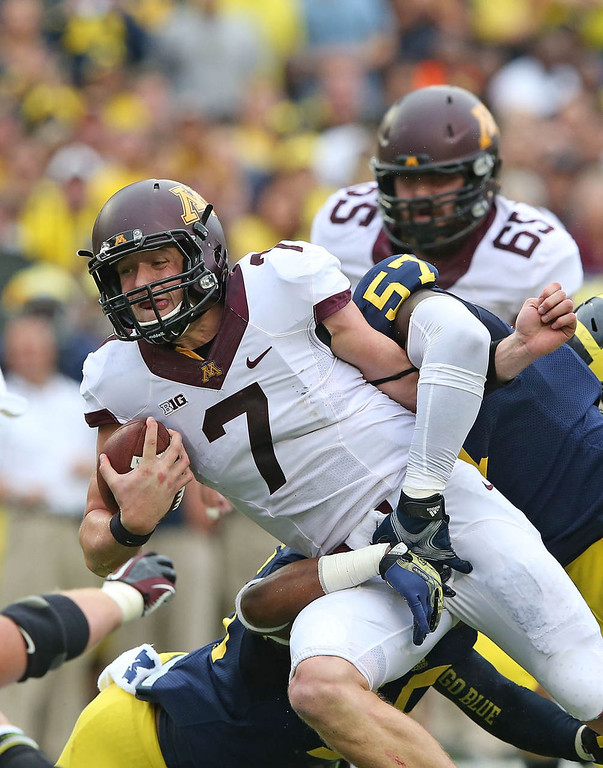 . Minnesota quarterback Mitch Leidner runs for a short gain during the second quarter. (Photo by Leon Halip/Getty Images)