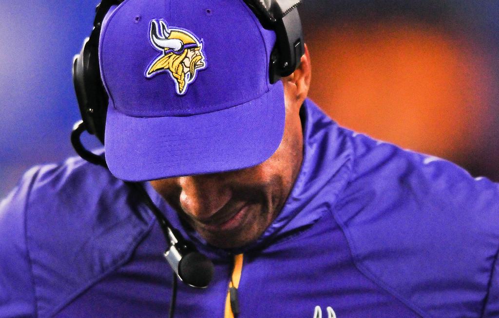 . Vikings head coach Leslie Frazier can\'t bear to look for a moment while on the sidelines late in the fourth quarter of Minnesota\'s 23-7 loss to the Giants. (Pioneer Press: Ben Garvin)